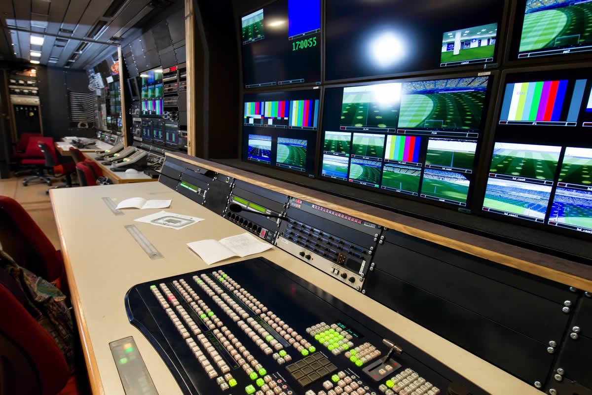 broadcast-media-network-kvm-control-room